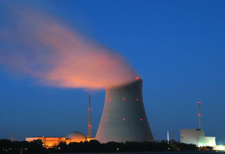 Atommeiler an der Isar: Versorgern wie Eon und RWE macht die Energiewende zu schaffen
