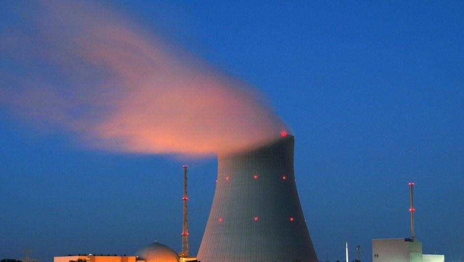 Atomkraftwerk Isar: Der größte deutsche Energiekonzern Eon will den Rückbau seiner stillgelegten Anlagen Isar I (Bayern) und Unterweser (Niedersachsen) am liebsten durch eine bundeseigene Stiftung finanzieren
