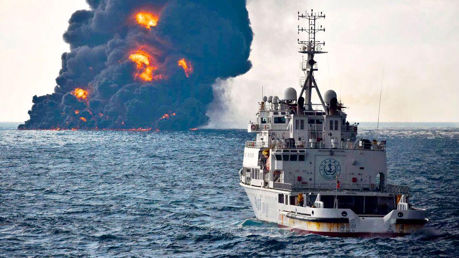 """Brennender (und später gesunkener) Öltanker """"Sanchi"""": """"Vor unseren Augen entfaltet sich eine Umweltkatastrophe"""""""