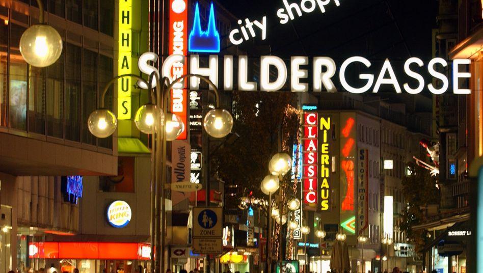 Kölner Schildergasse: Köln als Offline-Shoppingstandort vor München und Hannover auf Platz 1