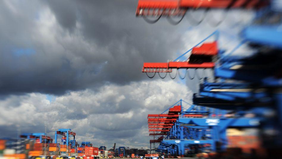 Containerhafen Hamburg: Die Exporte deutscher Unternehmen waren im Zuge der Corona-Krise drastisch eingebrochen.