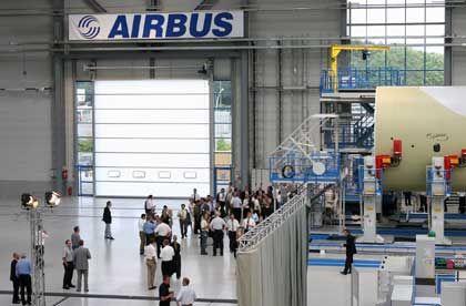 """""""Ein mulmiges Gefühl"""":Werkshalle in Bremen mit dem Rumpf des Airbus Militärtransporters A400M"""