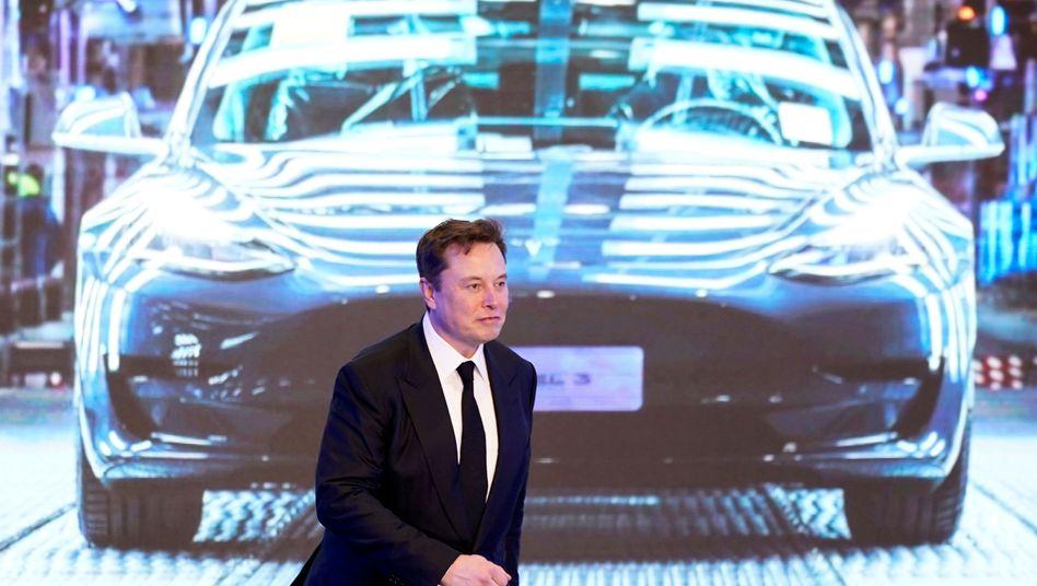 Die Batterie-Revolution kommt später, dann aber soll es einen Tesla für 25.000 Dollar geben, verspricht Tesla-Chef Elon Musk. Anleger reagieren enttäuscht und streichen jüngste Kursgewinne ein