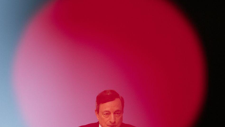 200 Euro im Monat, ein Jahr lang ausgezahlt - aus den Händen von Mario Draghi, dem Präsidenten der EZB: Das ist das Szenario der Studie von ING Diba