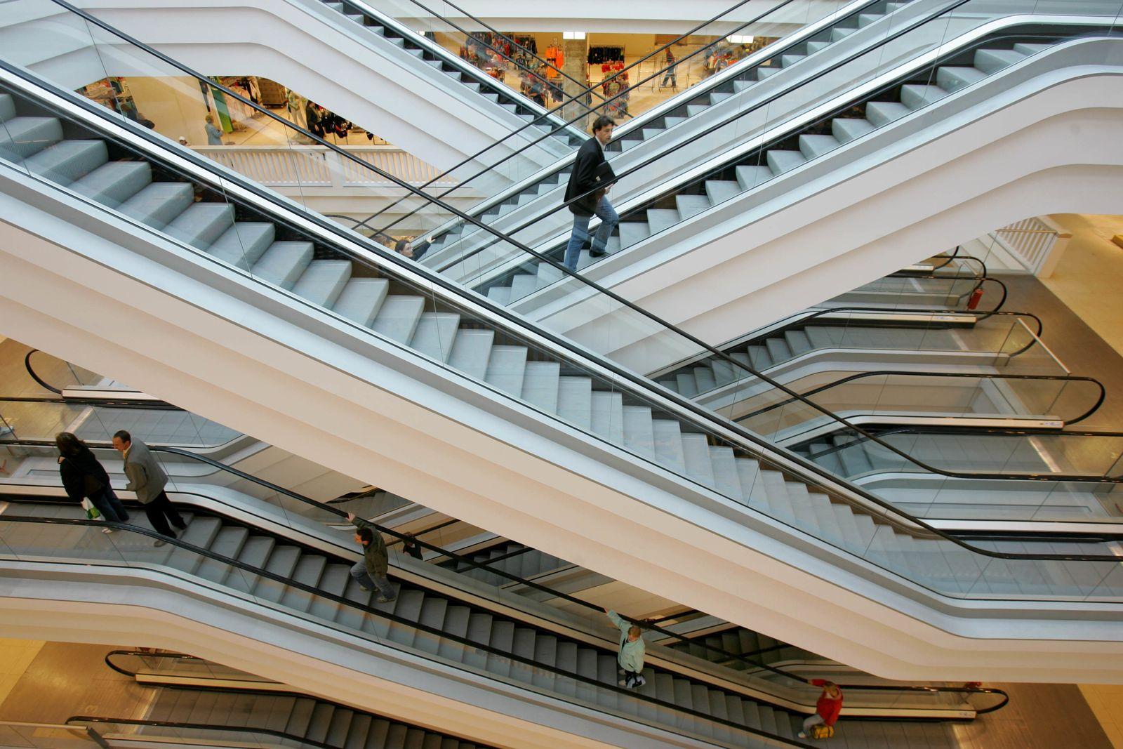 leere Rolltreppen / Einkaufszentrum