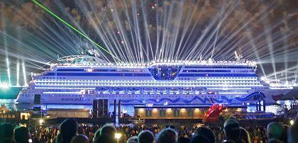 Täufling Aidadiva im Hamburger Hafen: Lasershow mit Wumms