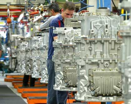 Deutsche Industrie: Der Einsatz von Kurzarbeit rettete Jobs - und trieb die Arbeitskosten in die Höhe