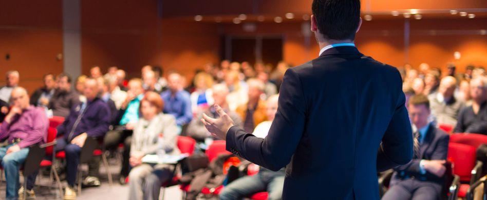 Coaches sollten die Selbstreflexion ihrer Klienten fördern und sie dabei unterstützen, sich über den eigenen Weg klar zu werden