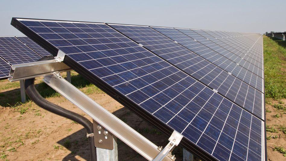 Solarpark: Die Einspeisevergütung für Strom aus größeren Solarkraftwerken in Deutschland ist im Oktober auf unter zehn Cent pro Kilowattstunde gesunken