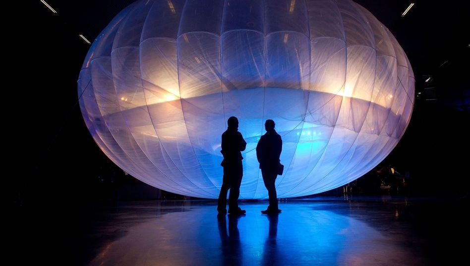 Ins Airforce Museum in Christchurch hat es ein Google Ballon mit Internetnetzwerk bereits geschafft. Der IT-Konzern will jedoch nicht museumsreif werden, sondern tatsächlich Ballons 20 Kilometer in die Höhe steigen lassen, um so abgelegen Regionen ans Internet anzubinden.