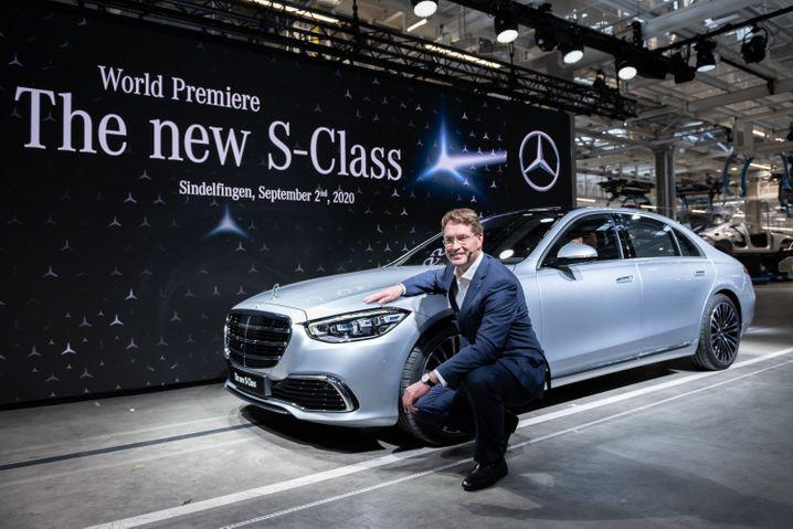 Ganz schön beweglich: Daimler-Chef Ola Källenius, hier bei der Präsentation der neuen S-Klasse Anfang September, liefert bessere Zahlen als von seinen Investoren erwartet.