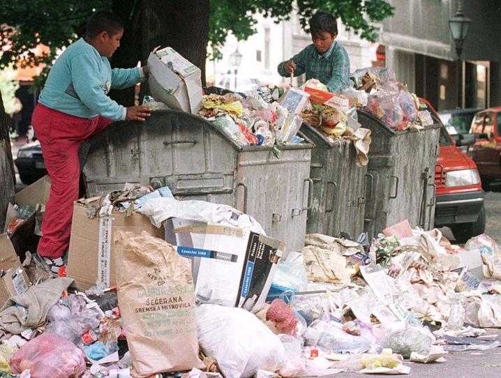Überfüllte Mülltonnen in Belgrad: Serbien hat bis heute keine funktionierende Abfallwirtschaft