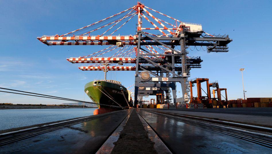 Verladung in Italiens größtem Containerhafen Gioia Tauro: Südeuropa will jetzt mehr exportieren