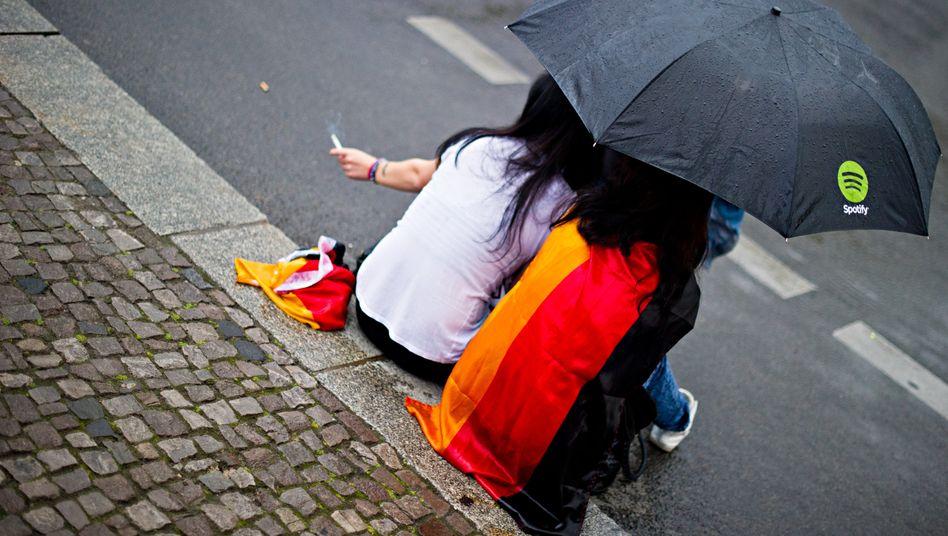Im deutschen Nieselregen: Die hiesigen Anleger sind Weltmeister der Vorsicht. Das muss kein Fehler sein - zumindest in Maßen ist Vorsicht an der Börse eine Tugend. Doch ohne Risiko keine Rendite
