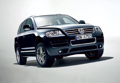 VW Touareg: ... zumal die gemeinsame Entwicklungsarbeit Kosten spart und die Kooperation erst kürzlich durch die Beteiligung von Porsche an VW vertieft wurde. Die Cayenne-Karosserie wird bereits von VW geliefert.