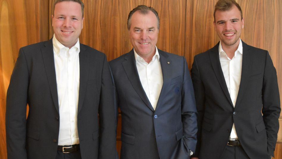 Robert Tönnies, Clemens Tönnies und dessen Sohn Maximilian Tönnies (von links): Neue Führungsriege nach dem Ende der epischen Familienschlacht