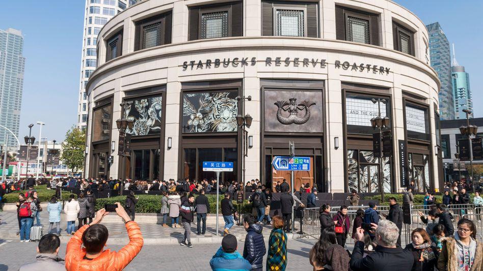 Starbucks in Shanghai: Mehr als die Hälfte ihrer Filialen hat die weltgrößte Kaffeekette in China auf unbestimmte Zeit geschlossen.