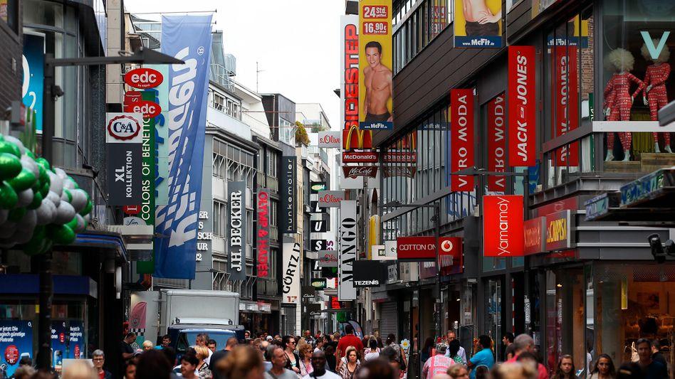 Einkaufsstraße in Köln: Dienstleistungen werden in traditionellen Prognosen meist nicht angemessen berücksichtigt