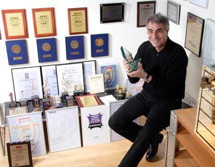 Trophäensammler: Dieter Burmester in seinem Büro in Berlin