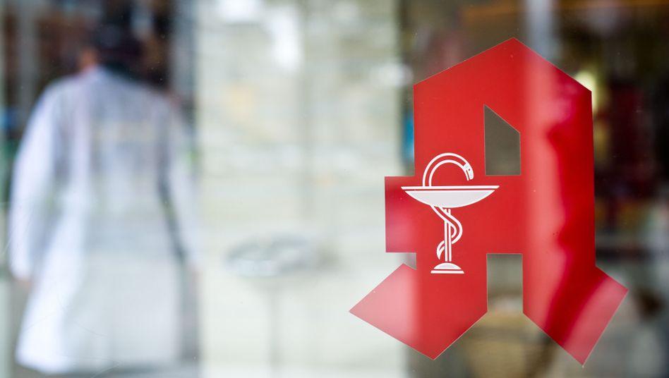 Apotheken-Logo, aufgenommen an einer Apotheke in Hannover.