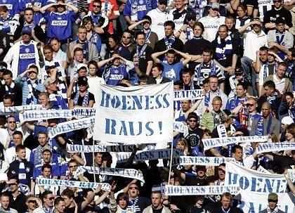 Management unter Druck: Kritik der Hertha-BSC-Fans
