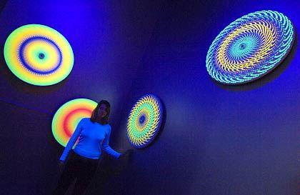 Farbenspiel: Drehende, leuchtende Kreisel