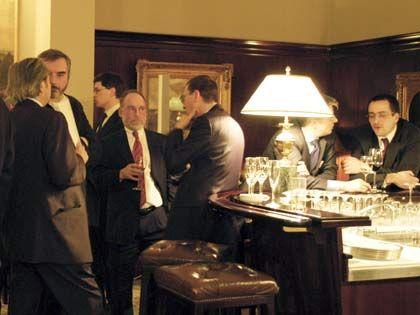 Bar-Freunde: Im Übersee-Club zu Hamburg trifft das Establishment auf den ambitionierten Nachwuchs
