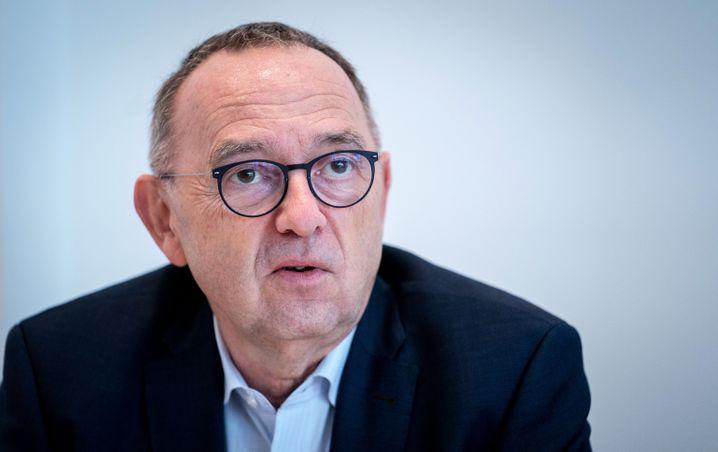 """SPD-Chef Walter-Borjans: """"Man kann Steuerzahlern, die zur Rettung der Unternehmen beitragen sollen, nicht erklären, dass sich Manager für die Leistungen des Vorjahres jetzt mit großen Boni bedienen"""""""