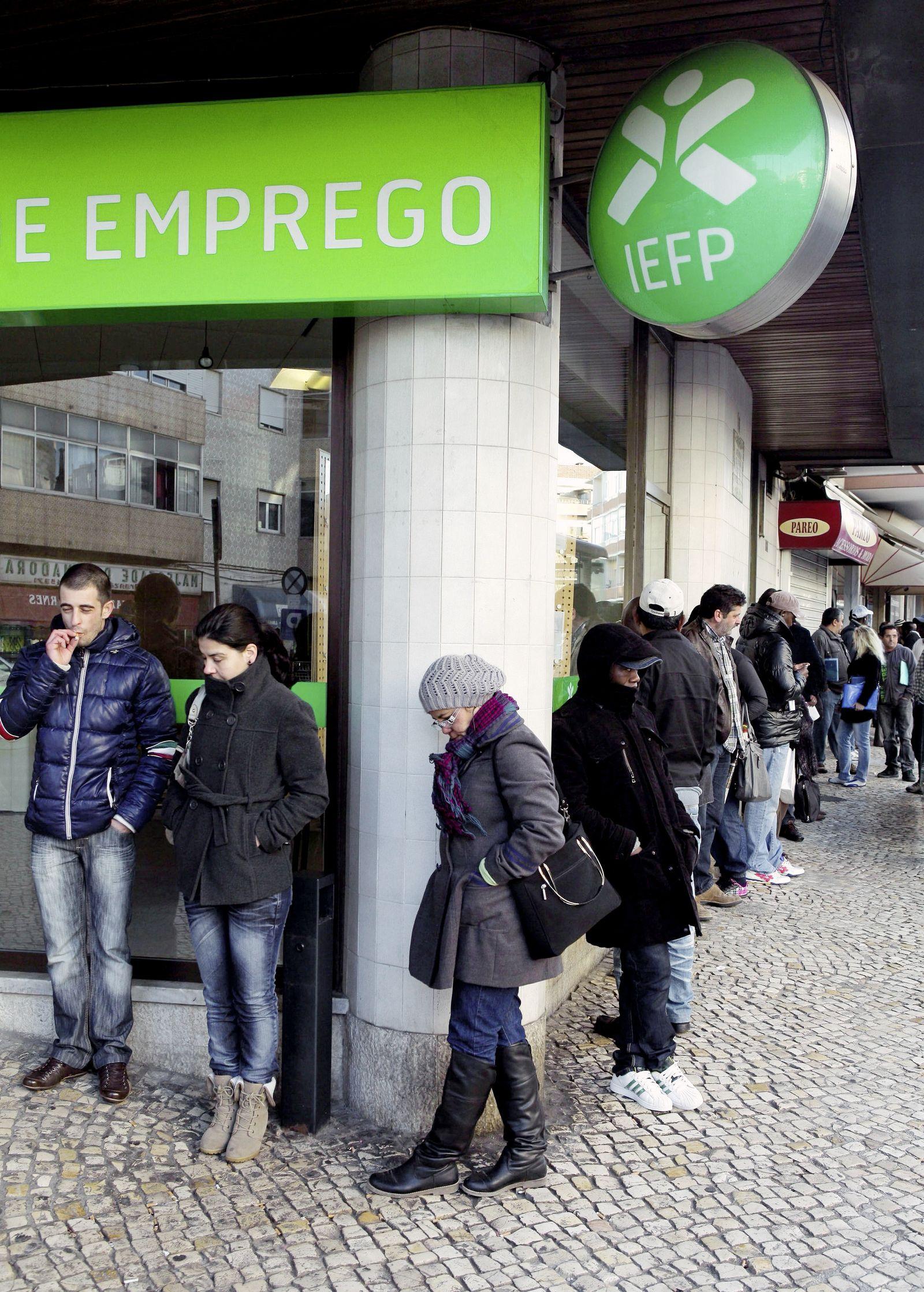 DER SPIEGEL 16/2012 pp 84 SPIN / Schuldenkrise / Arbeitslose Lissabon