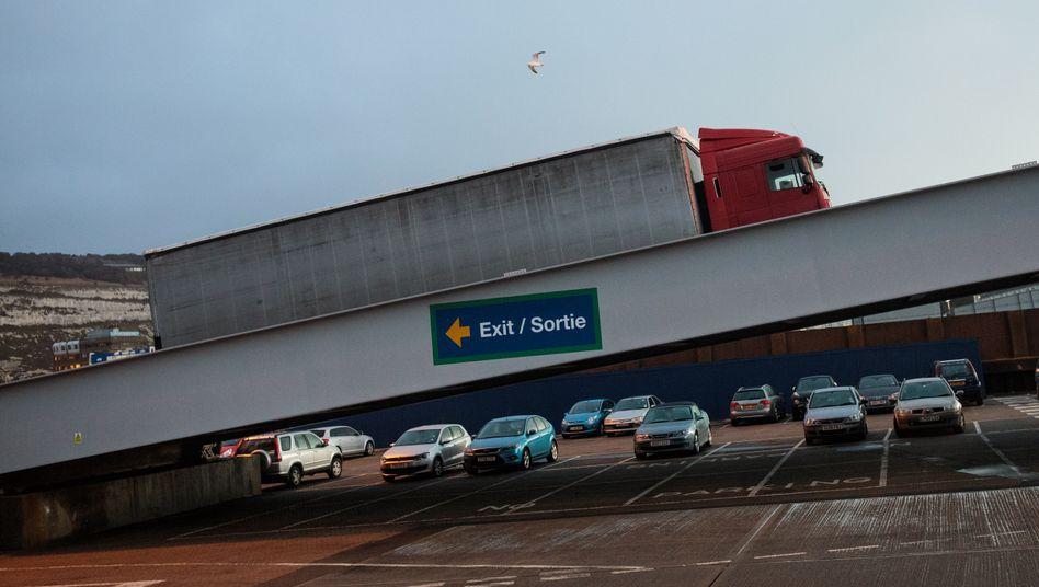 Lkw-Verladung in Richtung Frankreich am Hafen von Dover