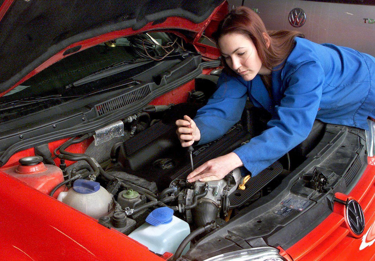 Frau Mechaniker / Mechanikerin