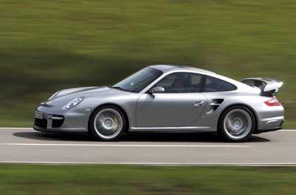 Seit 1995 ein absoluter Renner: Der neue 911 GT2 setzt bewährte Porsche-Tradition fort
