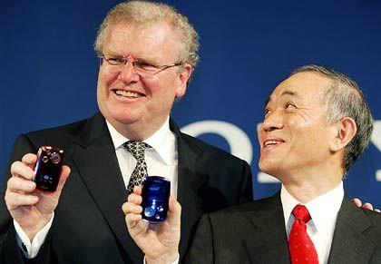 Verständigungsprobleme: Sony-Chairman Stringer (l.), Sony-President Chubachi