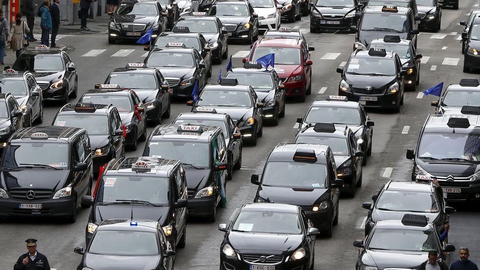 Taxi-Protest gegen Uber in Brüssel: Künftig auch Volkswagen als Herausforderer