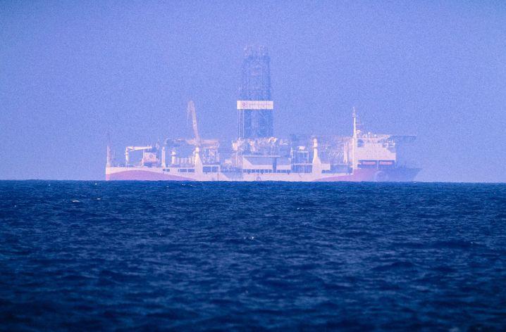 """Türkisches Bohrschiff """"Fatih"""" vor Zypern: Um die Gasvorkommen im östlichen Mittelmeer herrscht ein veritabler Wettkampf. Das Projekt """"Eastmed"""" erzürnt die Türkei."""