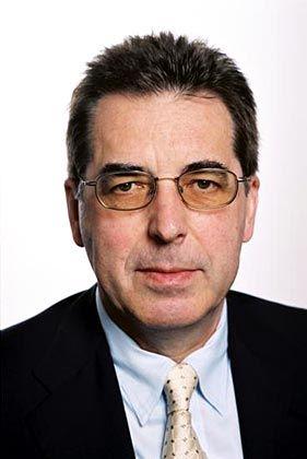 Günter Bost: Der studierte Mathematiker und Physiker ist Vorstandsmitglied und Gründungsmanager der Protektor AG, der Auffanggesellschaft für Not leidende Lebensversicherer. Zugleich ist der 60-Jährige Geschäftsführer des Bereichs Lebensversicherung im Gesamtverband der Deutschen Versicherungswirtschaft (GDV)