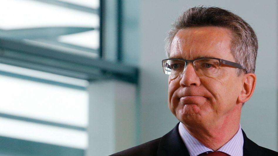 De Maizière: Der Verteidigungsminister soll auch in einer Aktuellen Stunde des Bundestages Stellung nehmen - ein Geschäftsordnungstrick der Unionsfraktion