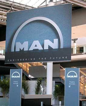Logische Entwicklung: Das neue MAN-Logo im Internationalen Congress Center (ICM) in München