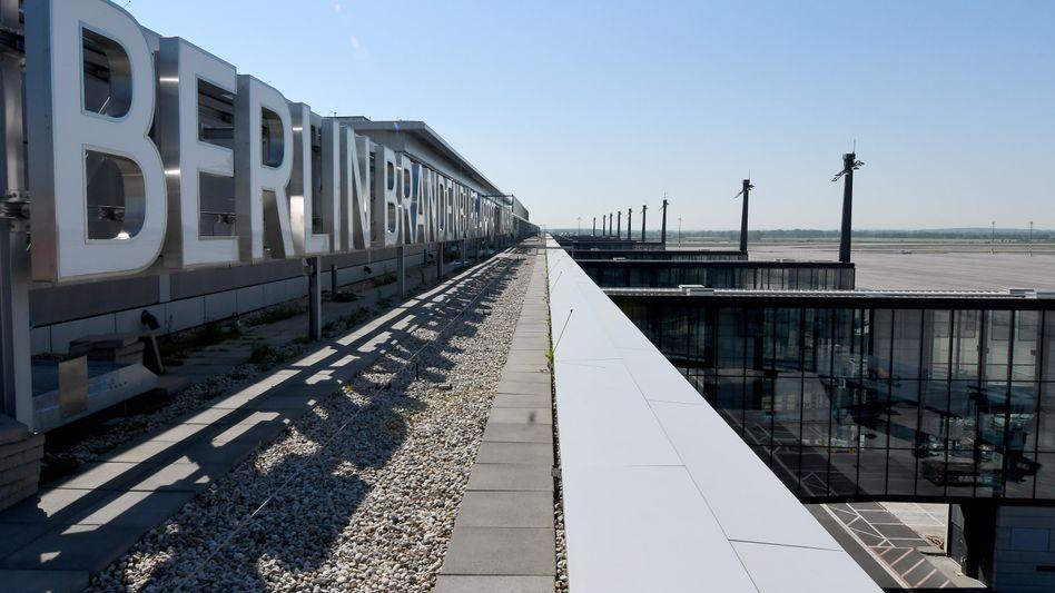 Weiterer Mängelbericht - wird der angepeilte Eröffnungstermin des Flughafens BER wieder verschoben?