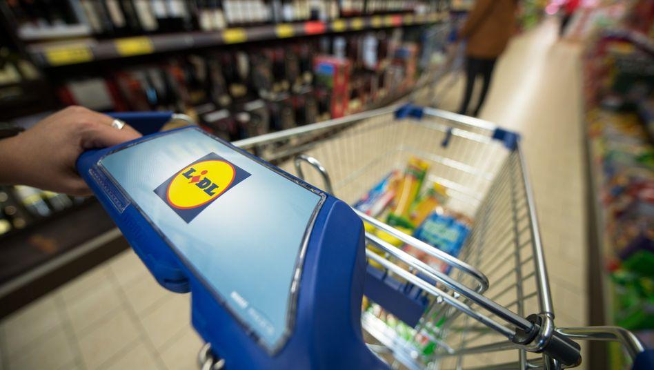 Lidl-Einkaufswagen: Die Schwarz-Gruppe hat beim Umsatz die 100-Milliarden-Euro-Marke geknackt.