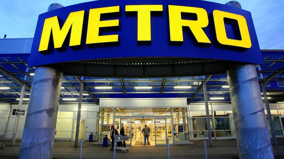 Metro-Filiale in Berlin: Haniel musste auf Metro und Ceconomy mehr als eine Milliarde Euro abschreiben