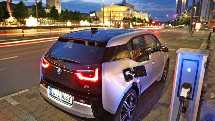 Studie - bis 2030 fallen hunderttausende Auto-Jobs weg: Elektroautos bedrohen langfristig 270.000 Jobs in Europa