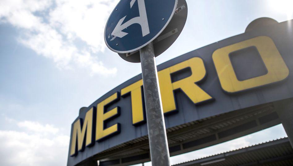 Verkehrsschild vor einem Metro-Markt in Nordrhein-Westfalen