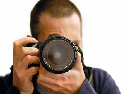 Am Auslöser: Digitale Spiegelreflexkameras sind deutlich günstiger geworden.