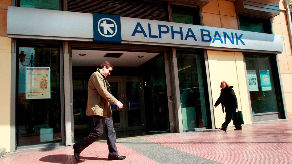 Beträchtliche Anteile: Der Hedgefonds des US-Milliardärs John Paulson ist bei der griechischen Alpha Bank eingestiegen