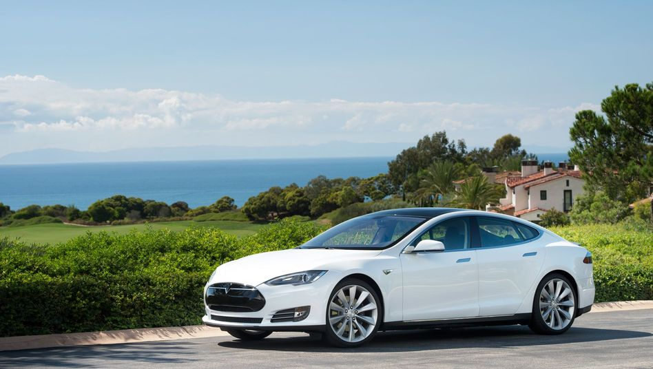 Tesla Model S: The all-electric sedan has made successful inroads in the luxury class. Porsche will now hold up against Tesla with a electric vehicle sedan, Mercedes plans a luxury EV to its E- or S-class vehicles