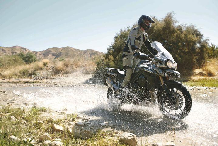 Große Enduro für große Abenteuer: Abstecher auf unbefestigte Pisten sollen mit der Triumph Tiger Explorer kein Problem sein. Im Rahmen steckt ein 1,2 Liter großer Dreizylinder mit 101 kW/137 PS.
