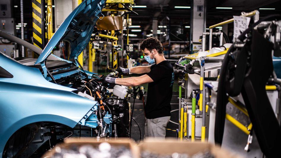 Altmetall: Nur noch 2600 Beschäftigte produzieren in Flins die Automodelle Renault Zoe und Nissan Micra - und 2024 ist Schluss