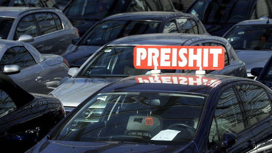 Schwieriger Markt: Trotz zahlloser Rabattaktionen (siehe Fotostrecke) sinkt die Zahl der Neuzulassungen auch in Deutschland