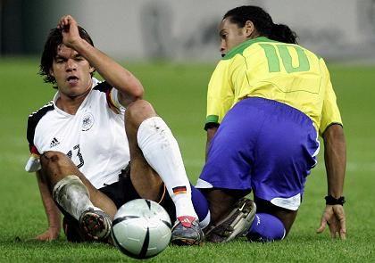 Ballack gegen Ronaldinho: Das ist auch das Duell Adidas gegen Nike